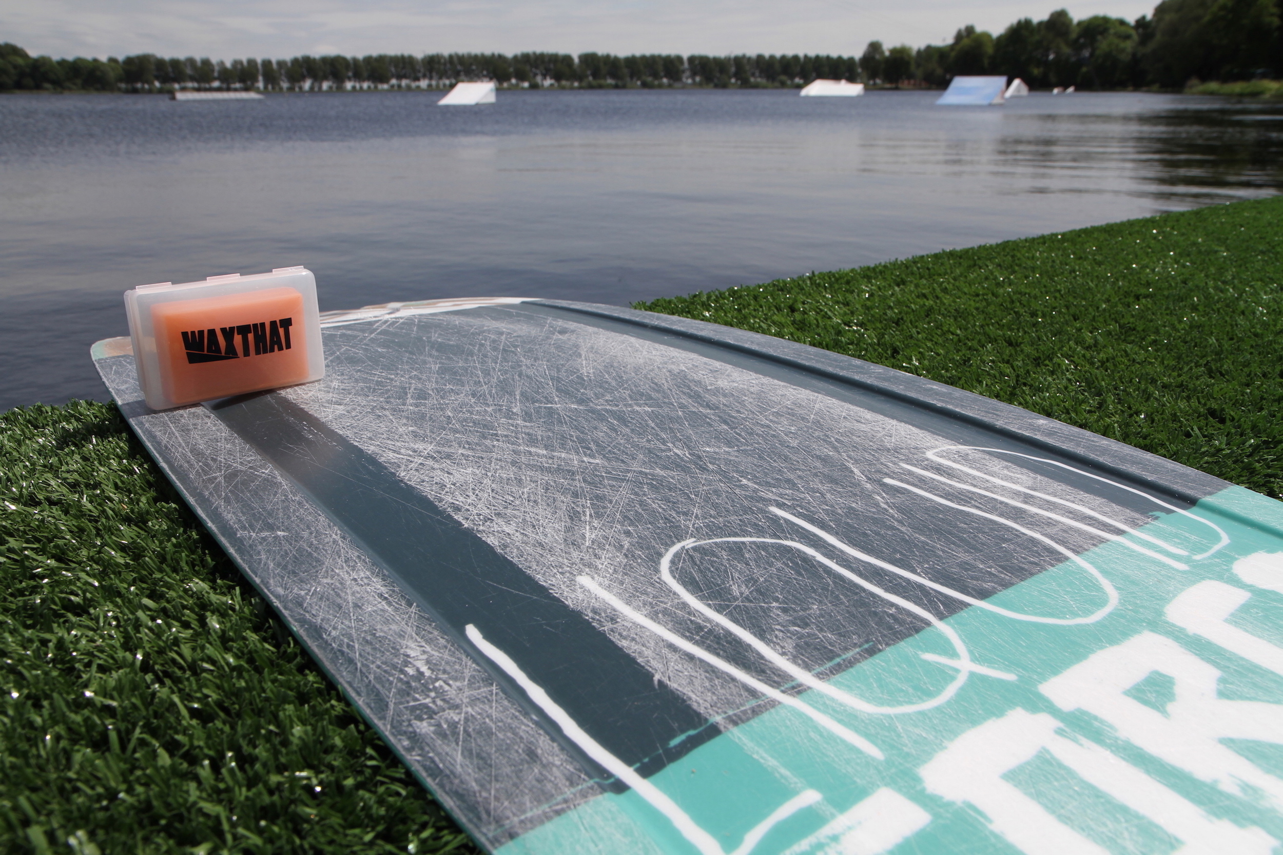 WAXTHAT Wakeskate and wakeboard wax